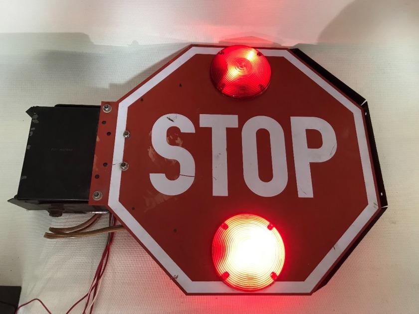 senal-stop-alto-articulado-con-motor-12-volts-vintage-D_NQ_NP_792912-MLM26901411150_022018-F